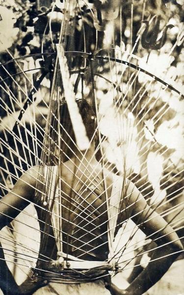 http://www.laurie-dallava.com/files/gimgs/11_1920s-singapore----hindu-thaipusam-festival-extreme-piercing.jpg