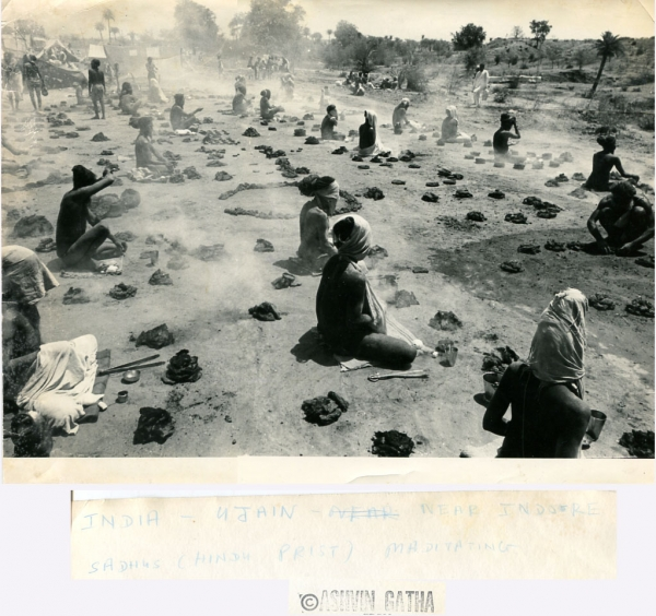 http://www.laurie-dallava.com/files/gimgs/11_the-22five-fires22-penance-on-a-large-scale-at-ujjain-a-photo-by-ashvin-gatha-1960s.jpg